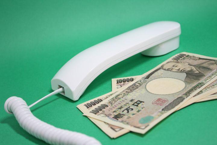 日本のお金と受話器