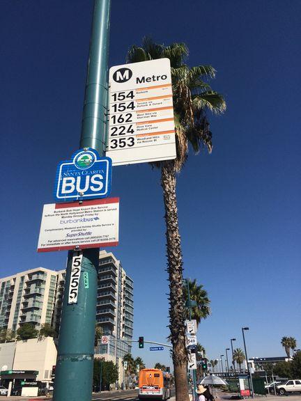 ロサンゼルスのバス停