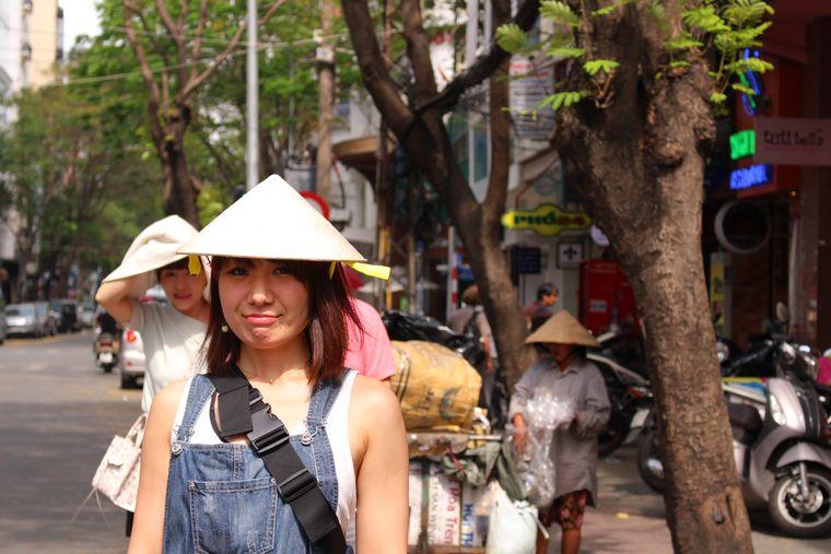 ホーチミンを観光する女性