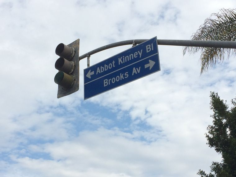 信号機と標識