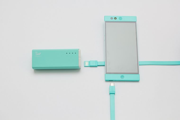 スマートフォンと充電器