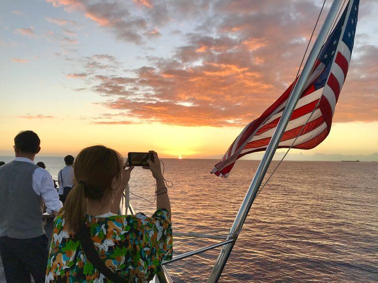 船から見る夕日