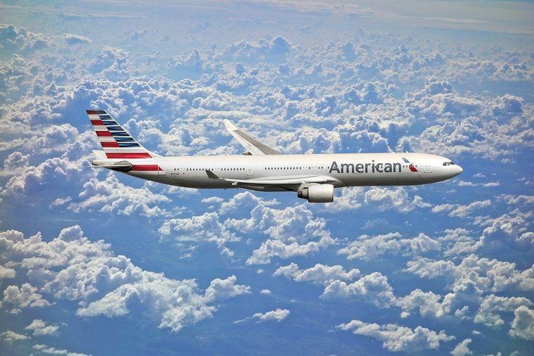 目的地に飛んでいる航空会社も探せる